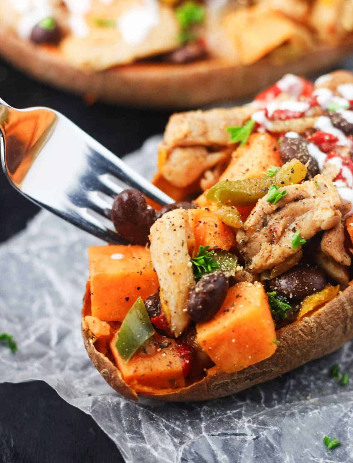 These Chicken Fajita Stuffed Sweet Potatoes allow you to enjoy all of the flavors of a chicken fajita at a fraction of the carbs! www.itscheatdayeveryday.com