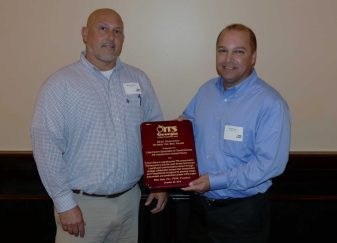 Mark Demidovich (L), presents Brook Martin of Cobb County DOT with the 2016 ITS Georgia Best of ITS Innovation Award