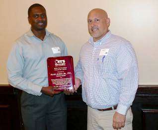 Alvin James (L), Kimley-Horn, is present the 2016 ITS Georgia Best of ITS Outstanding Volunteer of the year award by Mark Demidovich