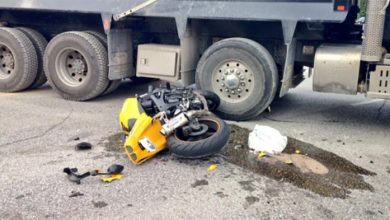 Photo of One dead, one critically injured in tragic accident in Karaswada