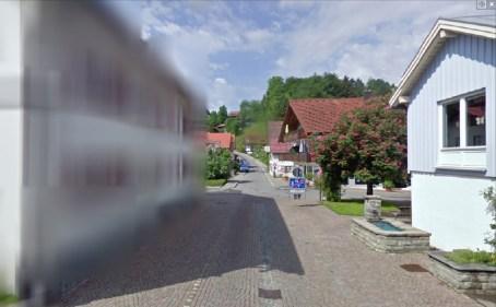 Fansat e Google, sulmojnë me vezë shtëpitë gjermane të cilat fshehen prej Street View.