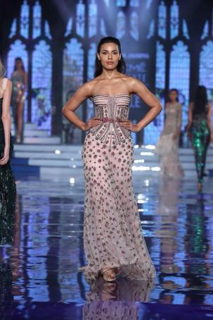 Monisha-Jaising-Lakme-Fashion-Week-Collection-3