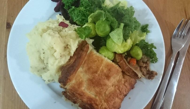 veganuary recipe: vegan mince and onion pie