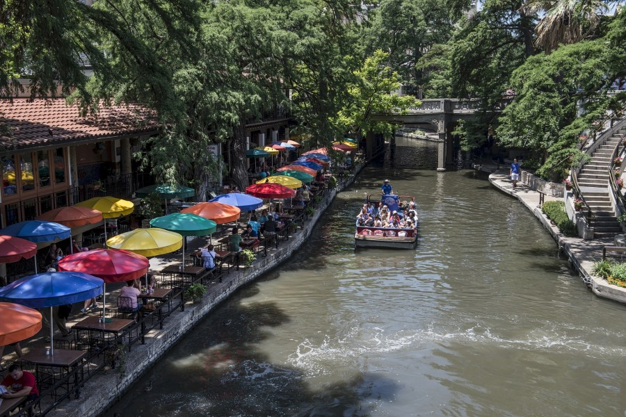 tourists-San-Antonio-River-walk