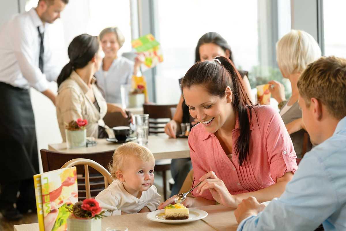 Cu copilul la restaurant: Cum sa ai o iesire de succes