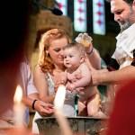 Care este rolul lumanarilor la botezul copilului?