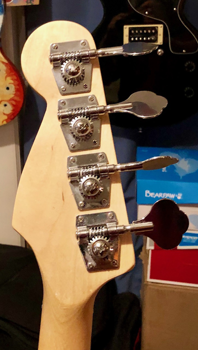 Classic Fender-style open back tuners.