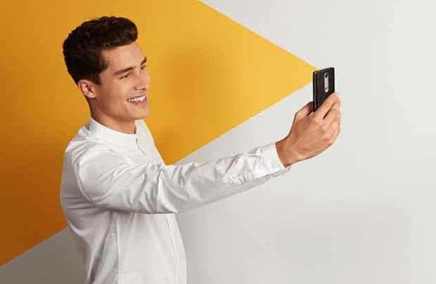 Moto-X-Force-selfie-itusers