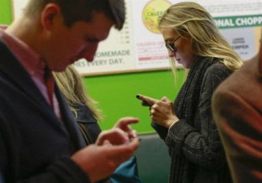 mobile-users-reuters-635