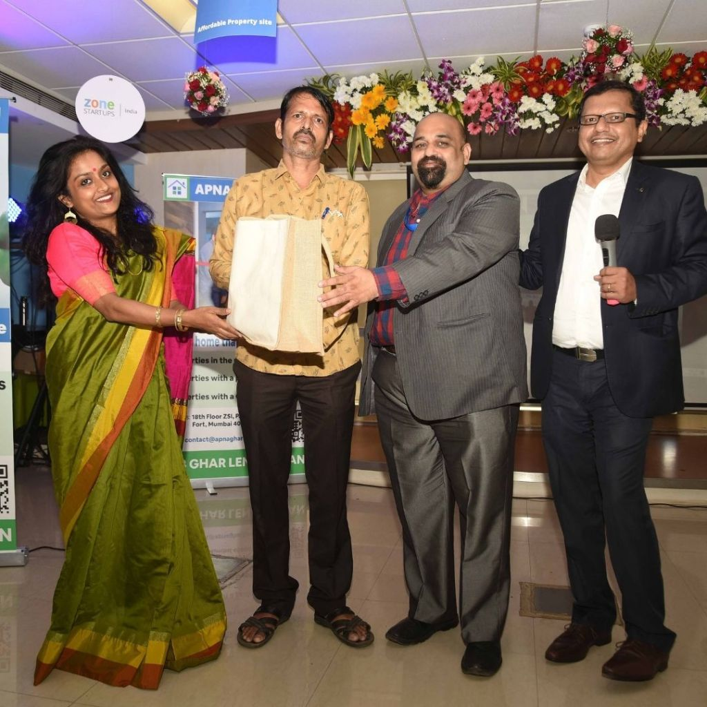 From Left to right Manika Ganguly- Head of HR and Administration, Ajay Kumar Pandey- customer from Kalyan, Milind Karandikar- Head of Credit and Operations, Dr Malcolm Athaide- CEO and co-founder Agrim Housing Finan
