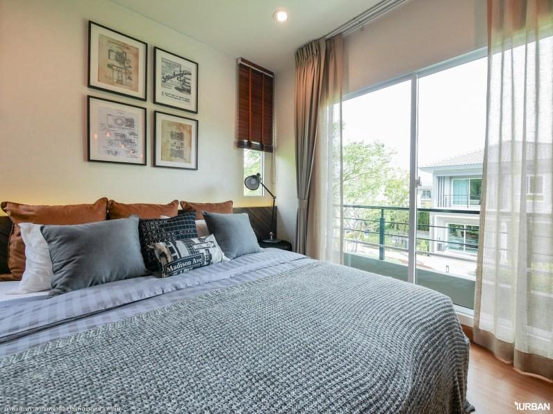 ห้องนอนใหญ่มีระเบียงส่วนตัวและหน้าต่างรอบห้อง
