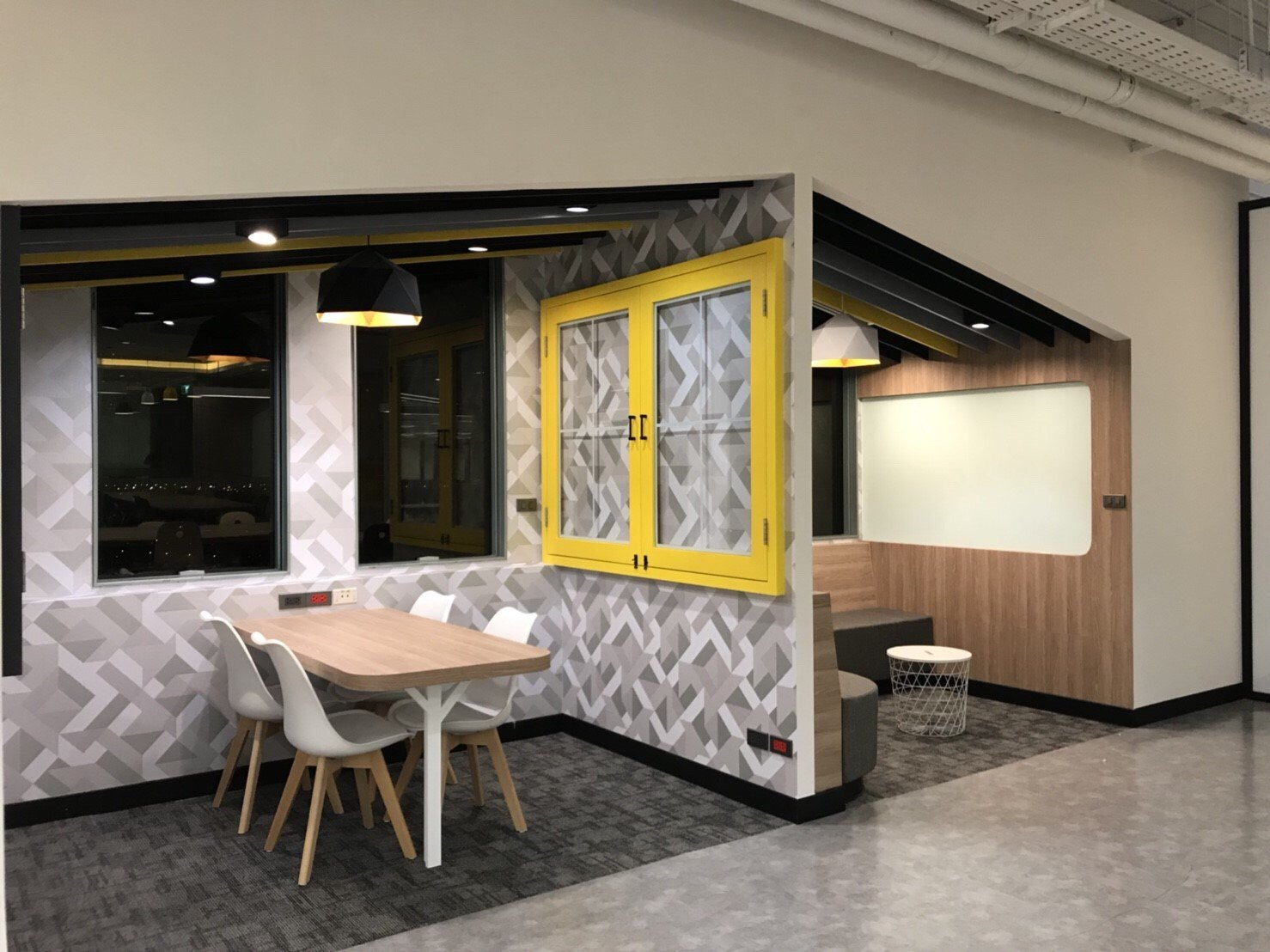 """ออฟฟิศแนวคิดใหม่ สุดฮิปของชาวกรุงศรีฯ ในสไตล์ """"Co-Working Space ที่ให้งาน Finish แบบไม่ติดสตั้นท์"""" 16 - Bank"""