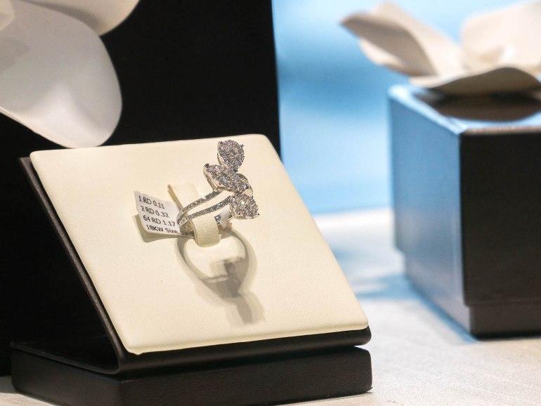10 วิธีเลือกซื้อแหวนเพชร แหวนแต่งงาน ที่ต้องทำการบ้านก่อนไปร้านเพชร 21 - Ananta Fine Jewelry (อนันทา จิวเวลรี่)