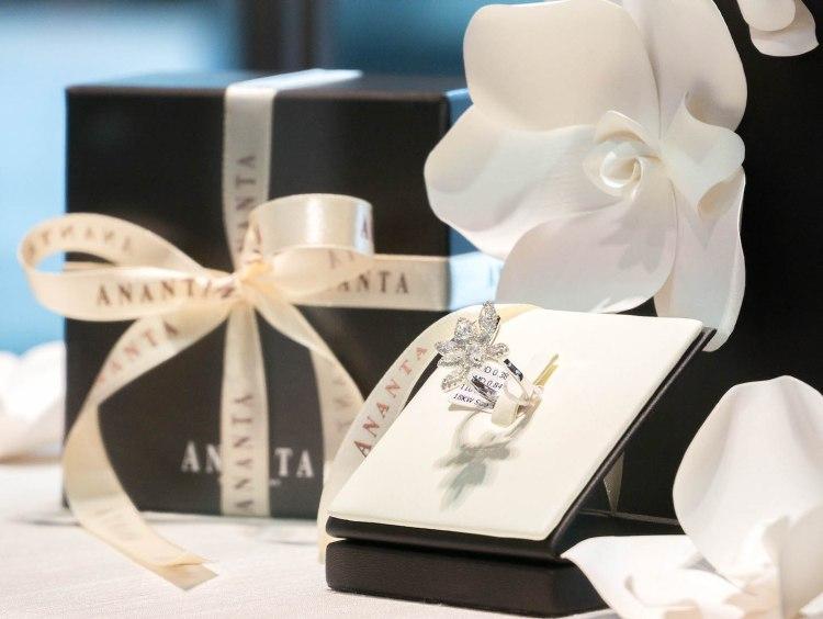 ananta diamondring iurban 1030502n 750x564 10 วิธีเลือกซื้อแหวนเพชร แหวนแต่งงาน ที่ต้องทำการบ้านก่อนไปร้านเพชร