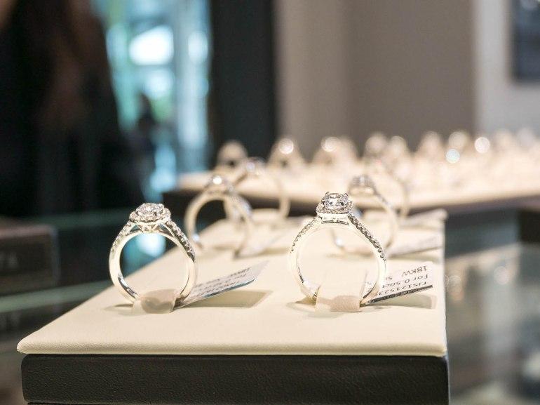 10 วิธีเลือกซื้อแหวนเพชร แหวนแต่งงาน ที่ต้องทำการบ้านก่อนไปร้านเพชร 34 - Ananta Fine Jewelry (อนันทา จิวเวลรี่)
