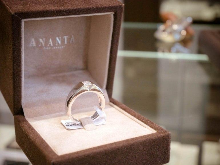 10 วิธีเลือกซื้อแหวนเพชร แหวนแต่งงาน ที่ต้องทำการบ้านก่อนไปร้านเพชร 40 - Ananta Fine Jewelry (อนันทา จิวเวลรี่)