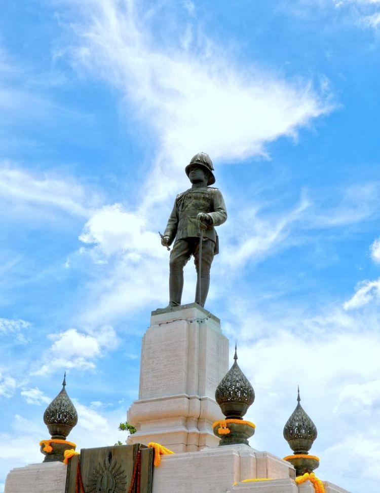 """Statue of Rama VI Lumphini Park 750x972 7 เรื่องราว """"ถนนวิทยุ"""" ย่านนึงที่ไฮเอนด์ที่สุดในประเทศไทยที่คุณอาจยังไม่รู้"""
