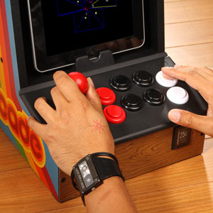 e762_icade_playing