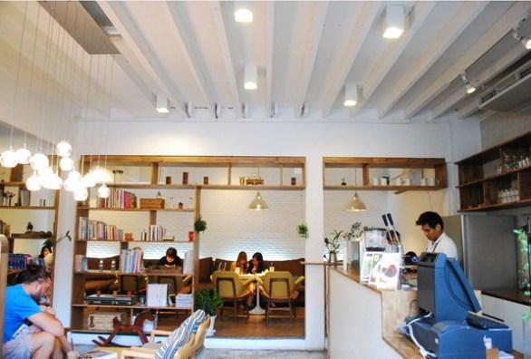 ไล-บรา-รี่..ร้านกาแฟของคนรักหนังสือ 15 - Library