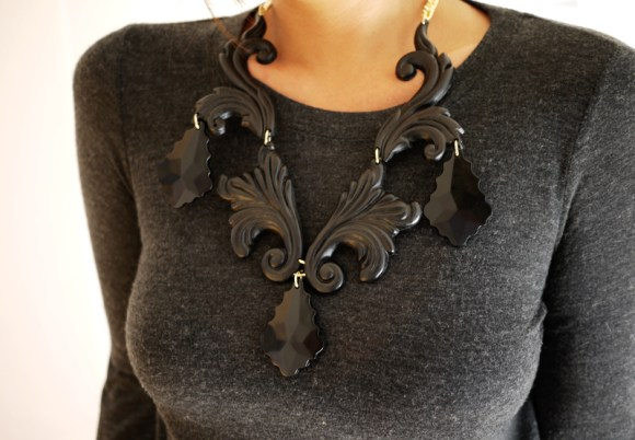 psnecklace72 580x402 DIY.Black necklace