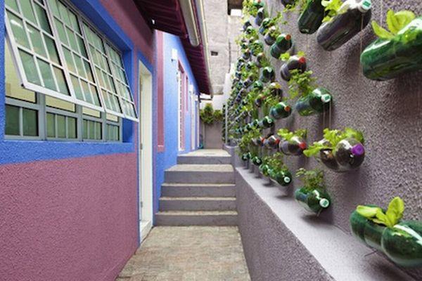 สวนแนวตั้ง ทำเองก็ได้ ~ สวนแขวนจากขวดพลาสติกใช้แล้ว 16 - 100 Share+