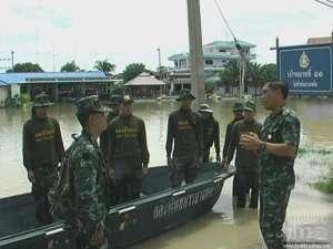 012 300x225 Thai soldier,HERO อุทกภัย 54
