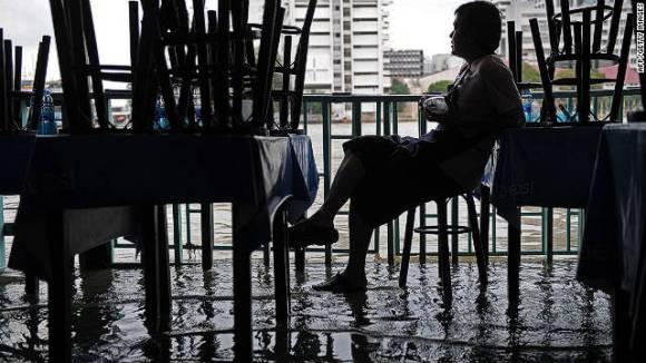 111011022147 bangkok floods horizontal gallery 580x326 Lets Panic เมืองจมน้ำ