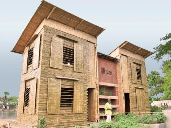 Sustainable Low Cost Flood-Proof House - The Lift 20 - Rain