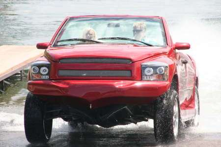 Python..รถสะเทิ้นน้ำสะเทิ้นบกที่แล่นในน้ำได้เร็วสุด 15 - flood