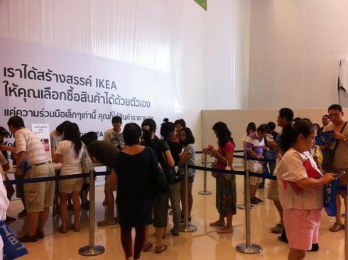 IKEA เปิดแล้ว..คนแห่ไปกันแน่นห้าง 4 - IKEA (อิเกีย)