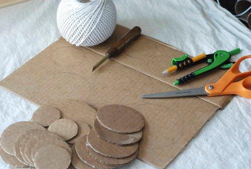 materials DIY.Table ornament