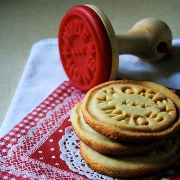 cookiestamp 7 580x580 Home Made cookie stamper