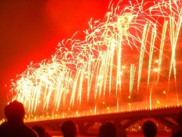 25550101 191010 2012 Countdown..ดอกไม้ไฟเหนือน่านฟ้าเมืองต่างๆ สวยงามแค่ไหน