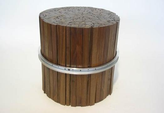 25550108 095903 เก้าอี้สตูลจากไม้เก่าและโครงล้อจักรยานเก่า