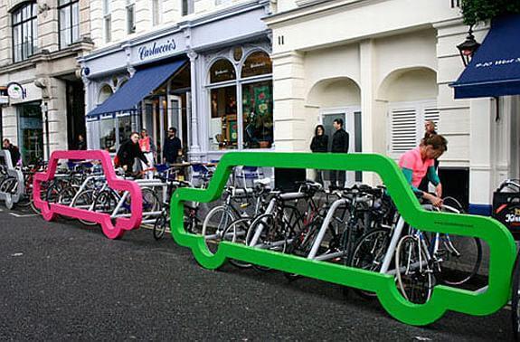 car rack ที่จอดจักรยานสร้างแคปเปญฉลาดๆ เชื่อหรือไม่? ที่จอดรถ 1 คัน จอดจักรยานได้ถึง 10 คัน
