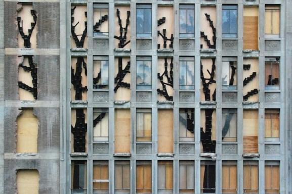 25550315 083002 ปกปิดไซต์ก่อสร้างด้วยสวนแนวตั้ง..ไอเดียฉลาดๆของโครงการปรับปรุง The Rotterdam Stadskantoor