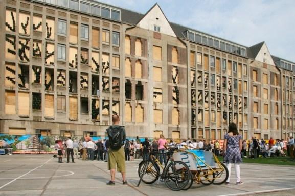25550315 083017 ปกปิดไซต์ก่อสร้างด้วยสวนแนวตั้ง..ไอเดียฉลาดๆของโครงการปรับปรุง The Rotterdam Stadskantoor