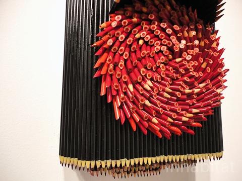 25550316 170425 ประติมากรรมน่ากิน จากแท่งดินสอสี