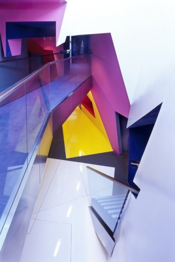 Surface Birkbeck 03 อาคารรูปทรงซิกแซก เส้นสาย และสีสัน...a feast for the senses