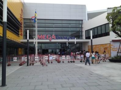 %name Mega Bangna เปิดแล้ว..วันนี้ 5 5 55..คนเพียบ