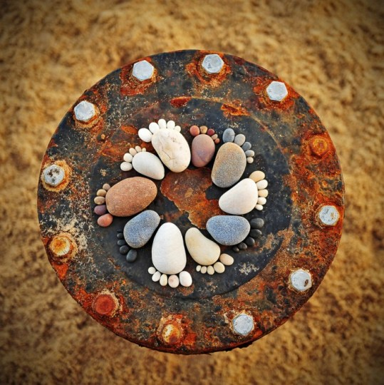 รอยเท้าจากก้อนหิน..โดย Iain Blake 14 - foot prints