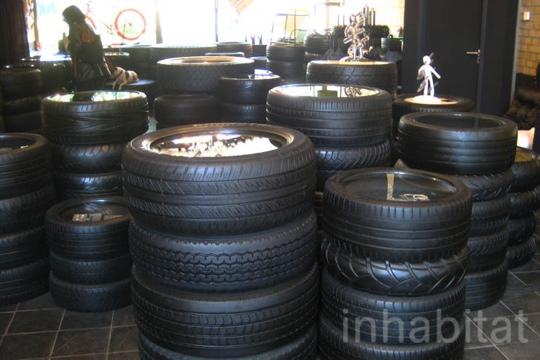 25550606 145035 Dom..ร้านที่ใช้ยางรถยนต์เก่ามาตกแต่ง