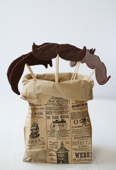 6548229367 556465a42b o 240x350 DIY.Chocolate moustache lollipops ของหวานหนวดๆ
