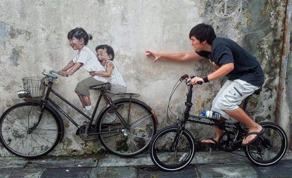Interactive Painting..ภาพเขียน street art ที่ดึงให้คนมีส่วนร่วม 13 - Ernest Zacharevic