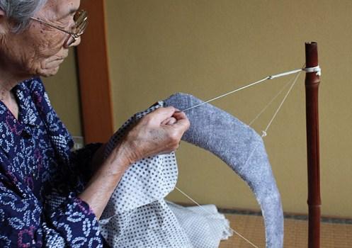 85 497x350 โคมไฟจากผ้า เทคนิคShibori จากงานฝีมือที่ถ่ายทอดจากรุ่นสู่รุ่นของตระกูล Murase
