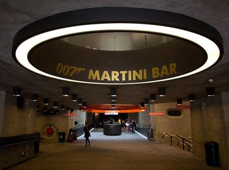 bondtini 470x350 Designing 007   fifty years of Bond style กว่าจะมาเป็นสายลับ 007