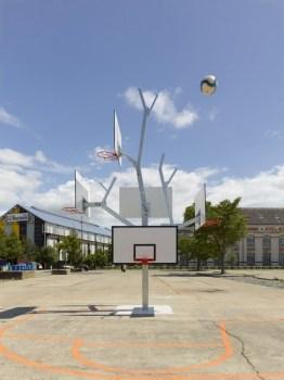 cf051086photo s.chalmeau non libre de droits 262x350 Basket tree in Nantes, France ห่วงบาสหลายระดับในหนึ่งเดียว