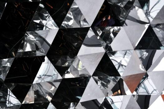 triangles 526x350 Shanghai Museum of Glass พิพิธภัณฑ์ความงามของอุตสาหกรรมแก้ว กระจก และคริสตัล