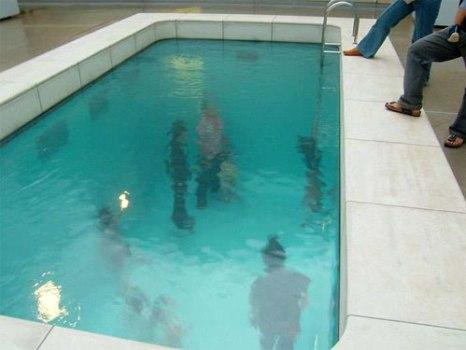 underwaterpool02 466x350 Fake Pool In Art Museum At Kanazawa สระว่ายนำ้นี้ไม่ธรรมดา!!