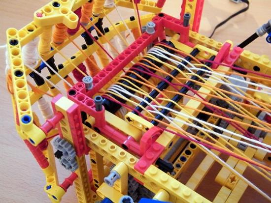 25550805 150454 เครื่องทอผ้าจาก Lego